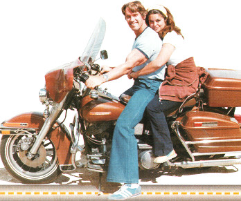 Арнольд Шварценеггер с Марией Шрайвер на мотоцикле