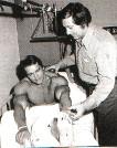 Шварценеггер в больнице по причине травмы колена в 1973 г.
